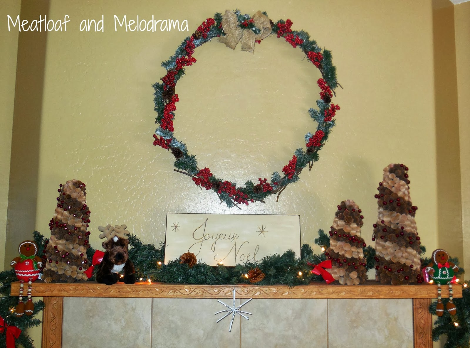 rustic Christmas fireplace, rustic Christmas mantel decorations, wreath garland