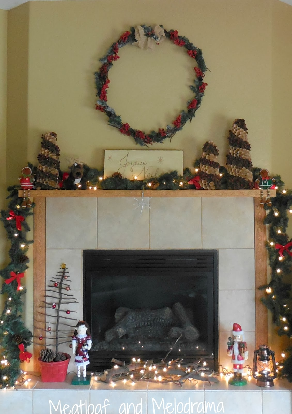 rustic Christmas fireplace decorations, rustic Christmas mantel decorations