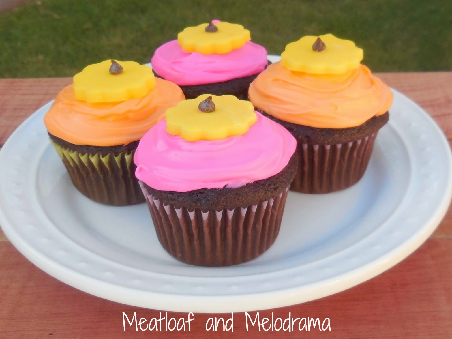 Easy flower cupcakes meatloaf and melodrama easy flower cupcakes mightylinksfo