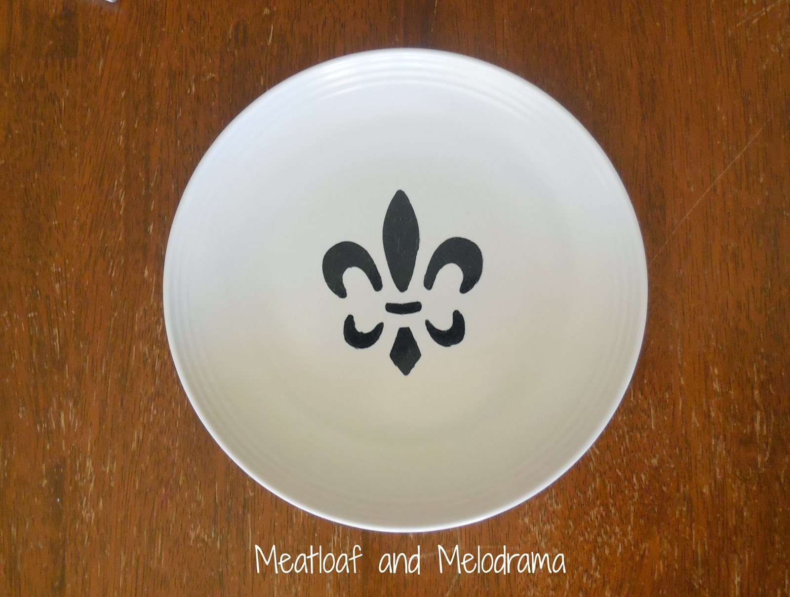 DIY painted french fleur-di-lis plates