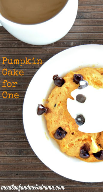 how to make single serving pumpkin mug cake with chocolate chips
