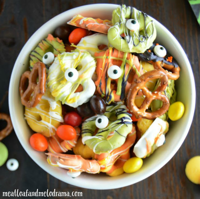 Halloween-monster-pretzel-mix