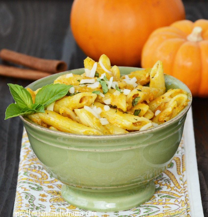 Easy Pumpkin Alfredo penne pasta is creamy, savory and tastes amazing ...