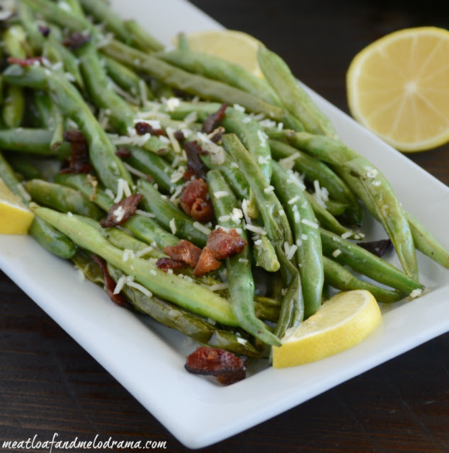 cooked-green-beans-and-bacon-on-platter-for-holidays