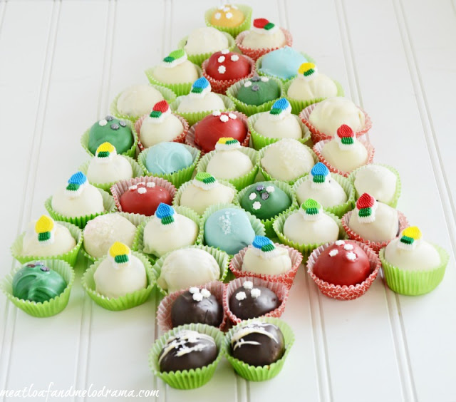 christmas-dessert-idea-decorated-cookie-balls