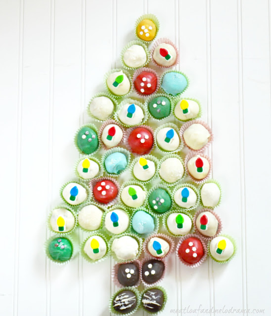 oreo-cookie-ball-christmas-tree
