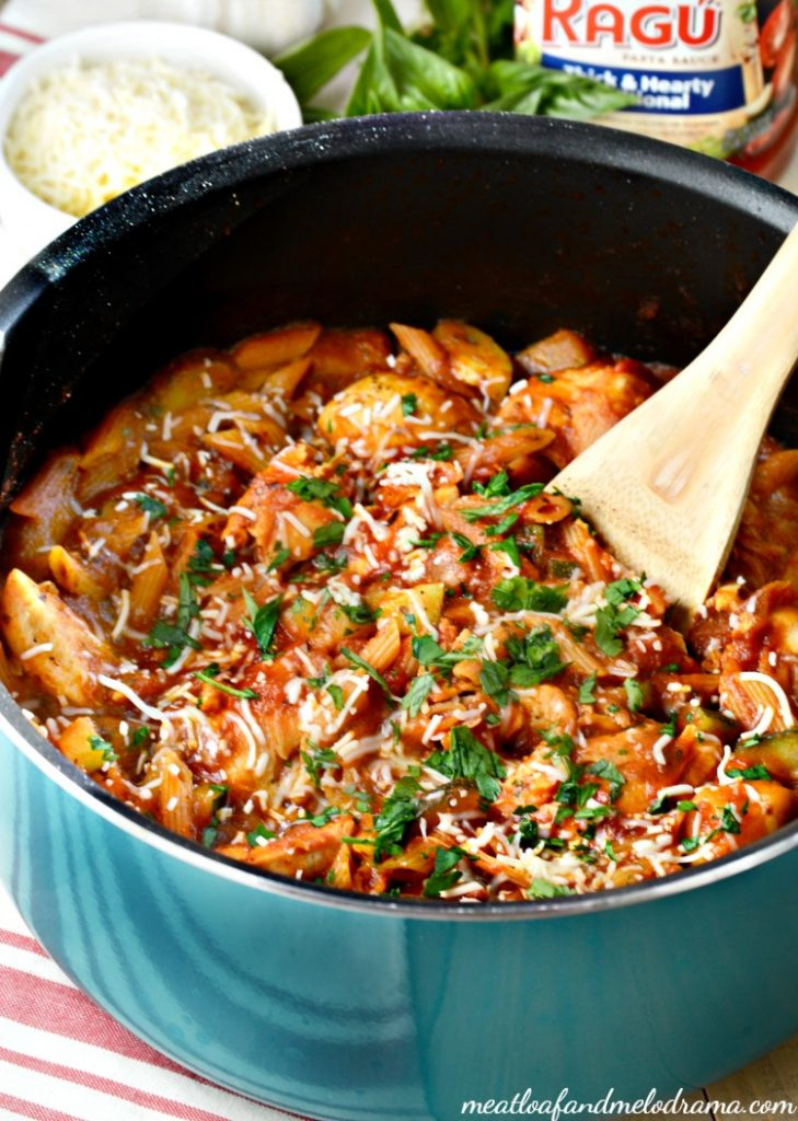 one-pot-chicken-penne-pasta-zucchini-ragu
