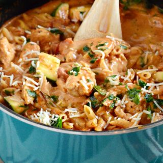 easy-one-pot-creamy-garlic-chicken-pasta-zucchini