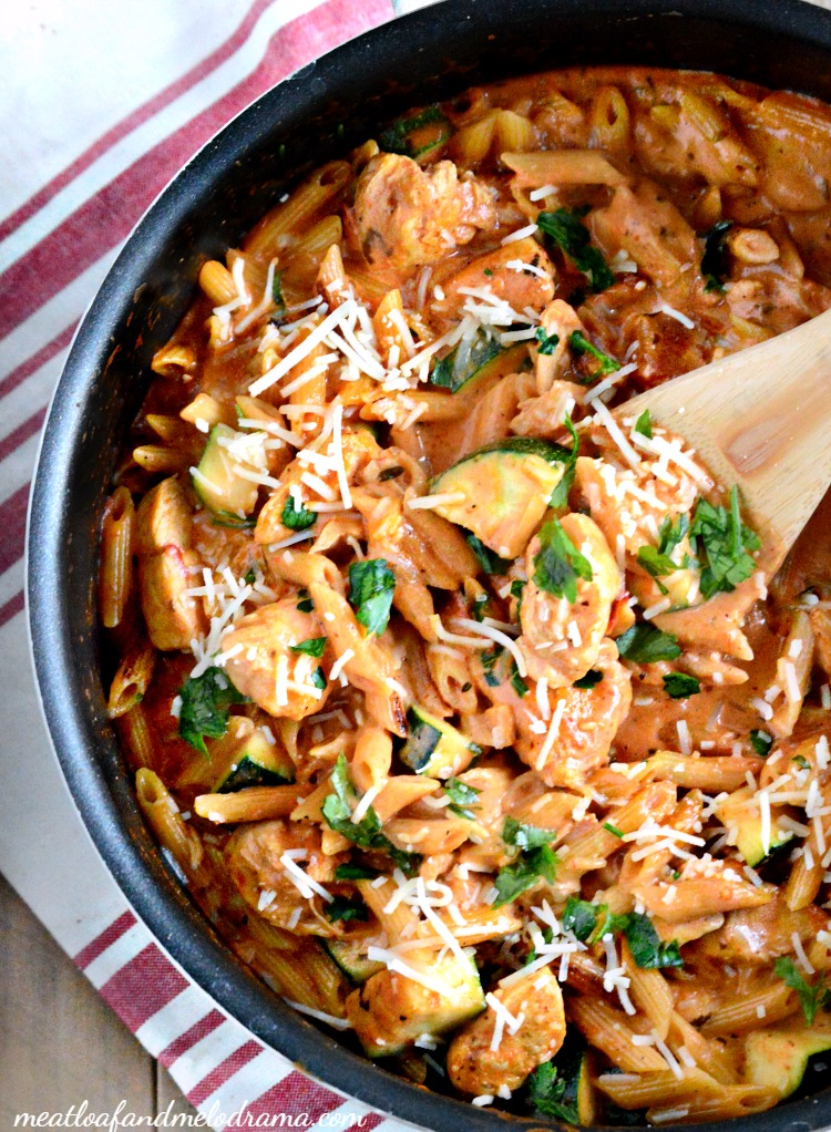 one-pot-creamy-garlic-chicken-pasta-zucchini