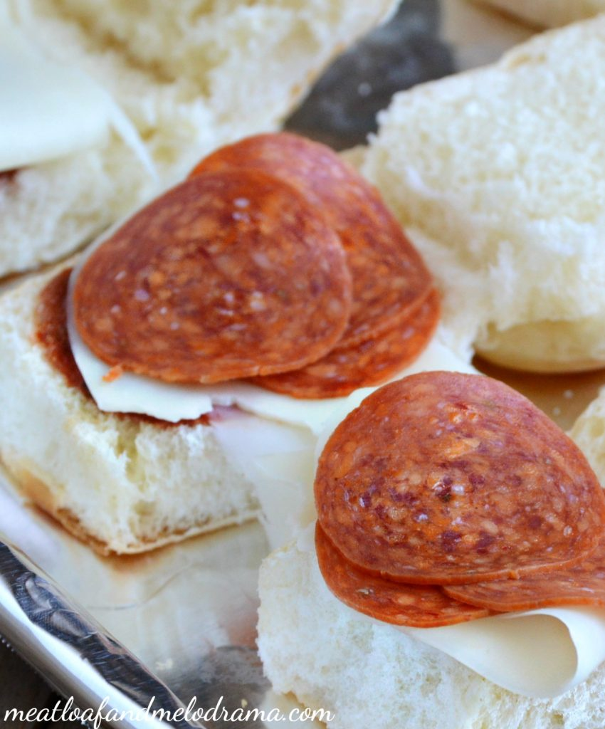 make-pepperoni-pizza-sliders-hawaiian-rolls