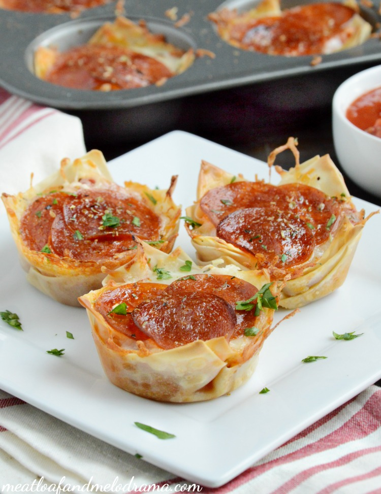 pepperoni-pizza-dip-wonton-cups