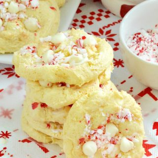 easy-white-chocolate-peppermint-crunch-cookies