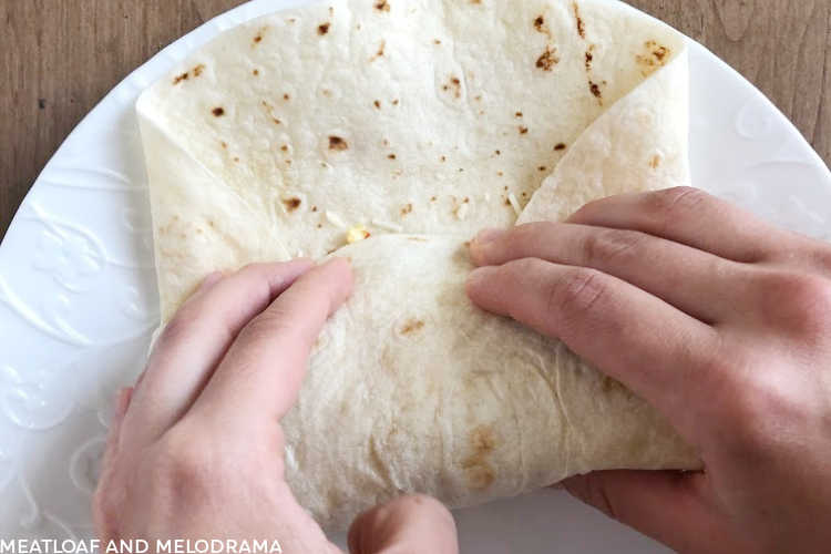 how to fold tortilla for burrito