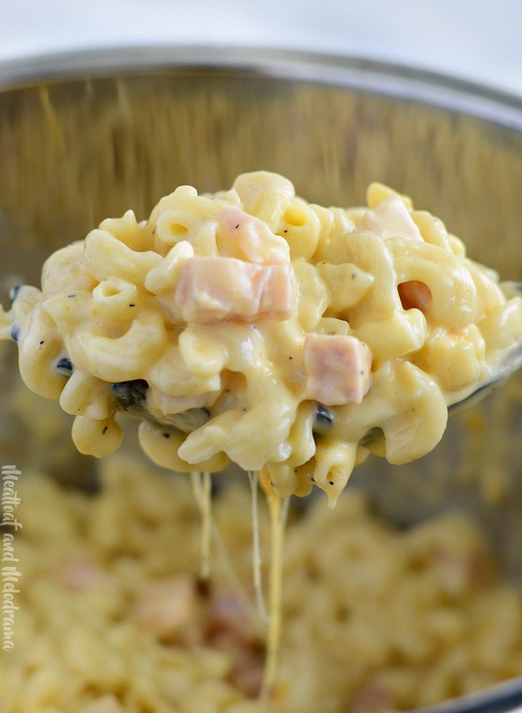 instant pot mac and cheese with ham on spoon
