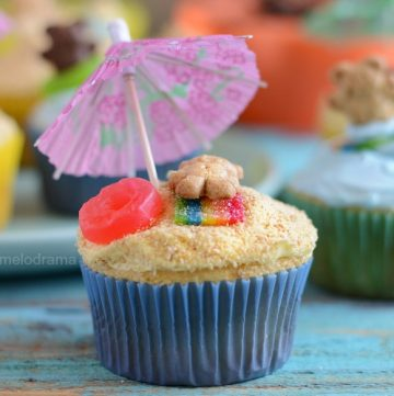 summer beach party cupcakes with teddy grahams umbrellas candy