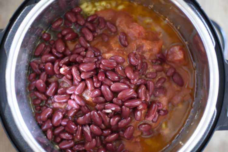 ingredients for chili mac with beans in the instant pot pressure cooker