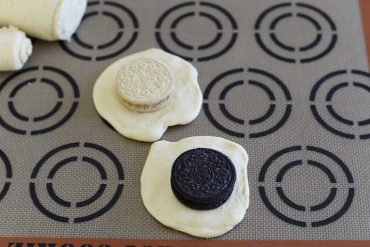 chocolate and lemon oreo cookies on circles of crescent roll dough