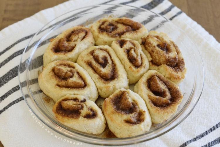 cinnamon rolls baked in air fryer toaster oven