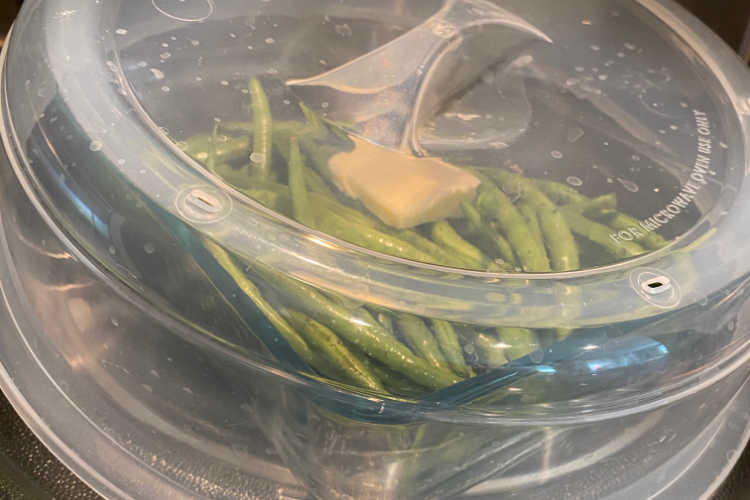 cooking green beans in microwave under cover